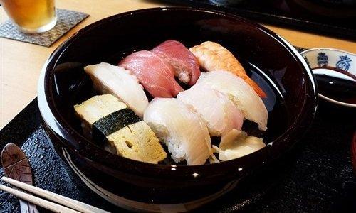 des sushis à tsukiji