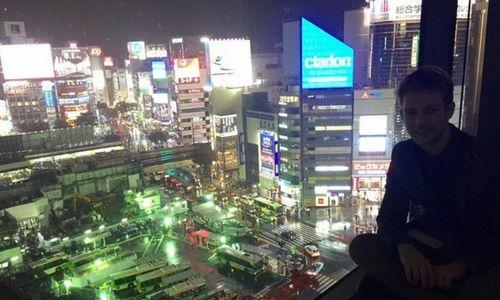 Grimper en haut de la tour Hikarie