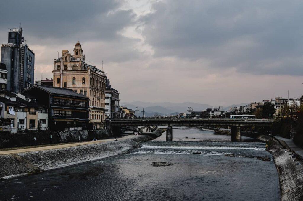 La rivière Kamogawa à Kyoto