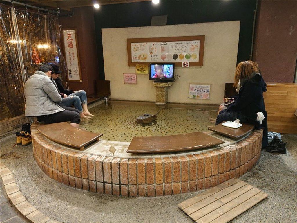 Un bain de pieds Onsen
