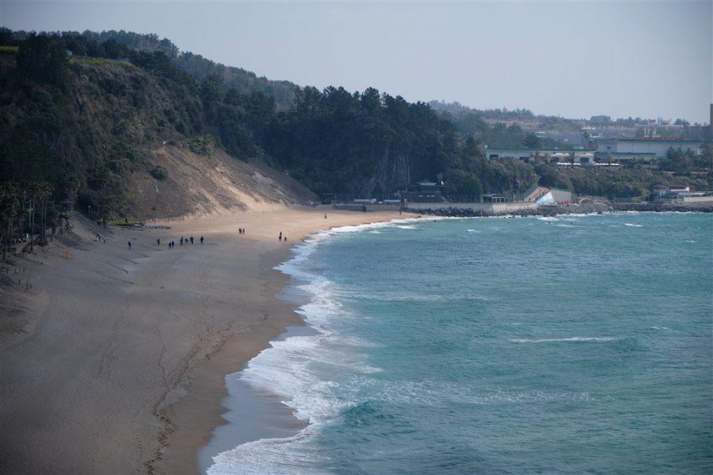 La plage Jungmun Saekdal