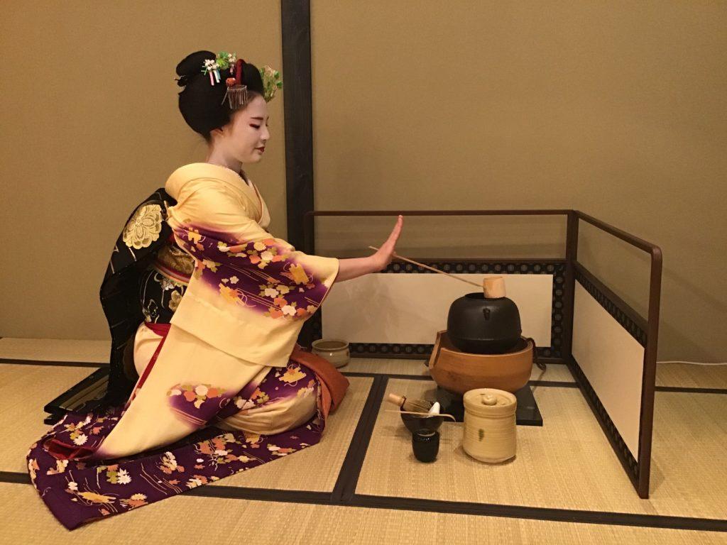 Une cérémonie avec Maiko
